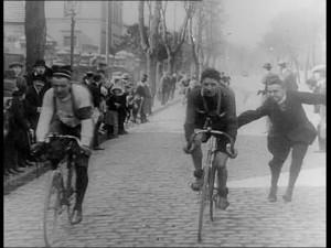 859111048-bicicletta-da-corsa-gara-su-strada-arrivo-ciclismo